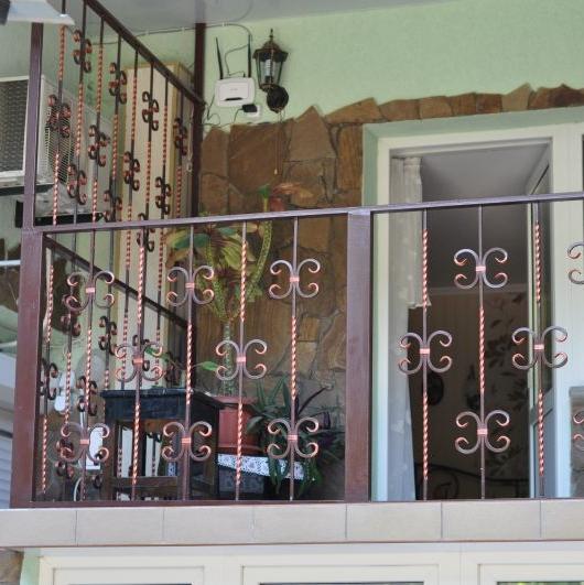 Стойки для балконов из металла